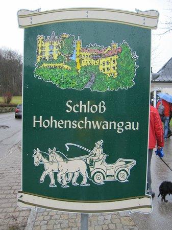 Schloss Hohenschwangau: Catel junto a la atracción.