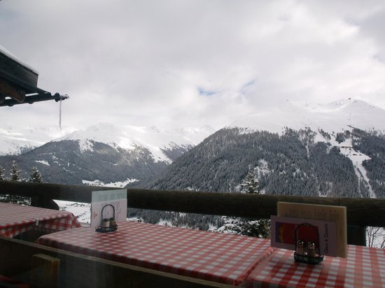 Panorama Restaurant Schatzalp: View across the valley from our indoor table
