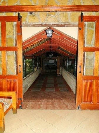 Lake Nakuru Lodge: 2