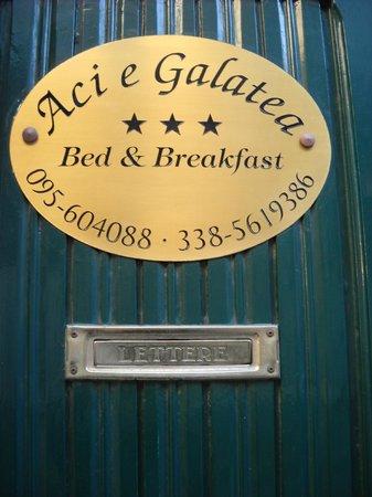 Aci e Galatea B&B: Portoncino d'ingresso