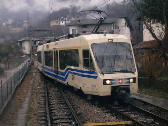 "Vigezzina-Centovalli Railway : Passing an ""express"""