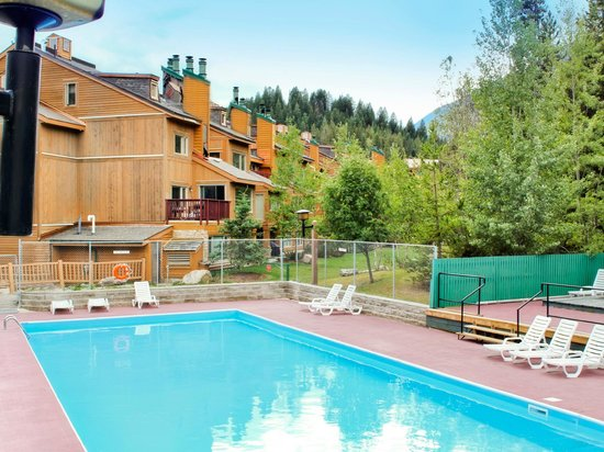 Panorama Vacation Retreat at Horsethief Lodge: Exterior Units and Pool
