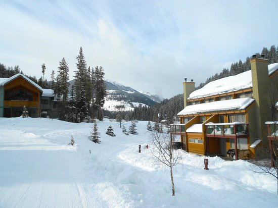 Panorama Vacation Retreat at Horsethief Lodge: Winter Exterior Grounds