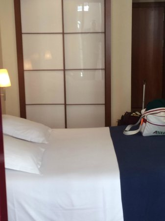 Hotel Sorolla Centro: Bed/room