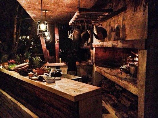Casa Banana : Wood burning grill.