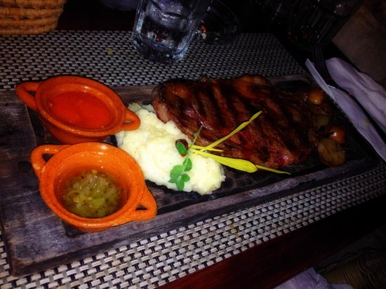 Casa Banana : Steak Dinner w/ potatos - BEST EVER