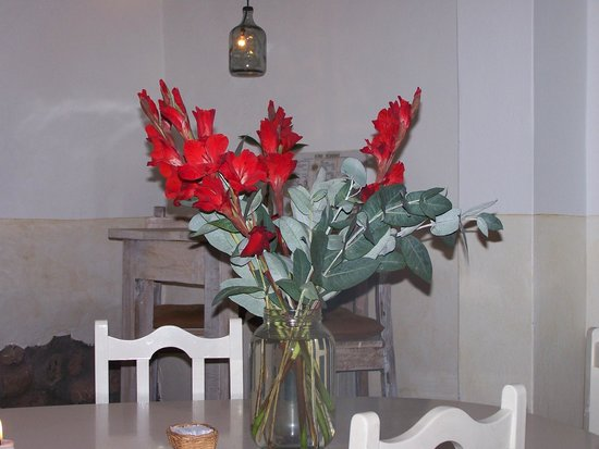 Ninos Hotel Meloc : Fresh Glads in the restaurant