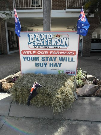"Banjo Paterson Motor Inn : We support our Aussie farmers. ""Stay with us before we all Starve"""