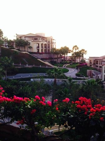 Pueblo Bonito Sunset Beach: Golf Cart Trails down to the water