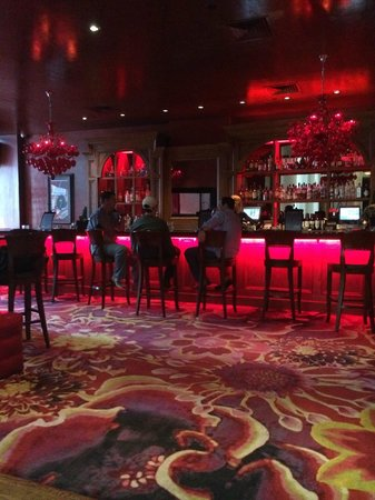 The Saint Hotel, Autograph Collection : Bar in Lobby