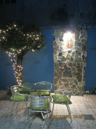 "Hotel San Jose Hostal: the patio ""bei nacht"", enchanting!"