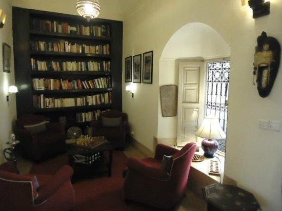 Riad Al Massarah : Library.