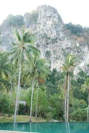 Ban Sainai Resort: View from resort to Limestone Cliffs