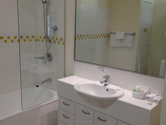 Montpellier Boutique Resort: 2nd bathroom