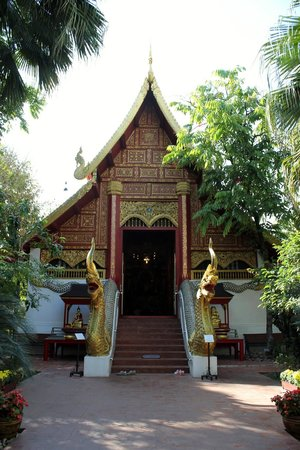 Wat Phra Kaeo (Temple of the Emerald Buddha): Front of the temple