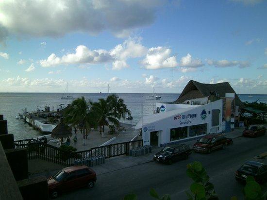 Casa del Mar Cozumel Hotel & Dive Resort: Dock and Dive Shop Across the Street!