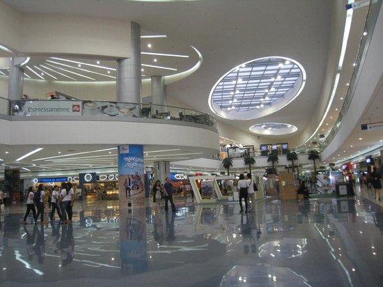 SM Mall of Asia: mall interior...The Atrium