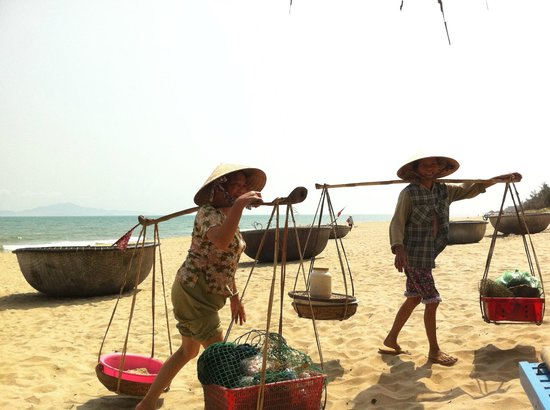 An Bang Seaside Village Homestay: Strong women!