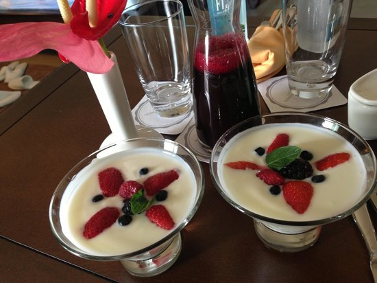 Grand Residences Riviera Cancun: Fruit and yogurt and beet juice....delicious.