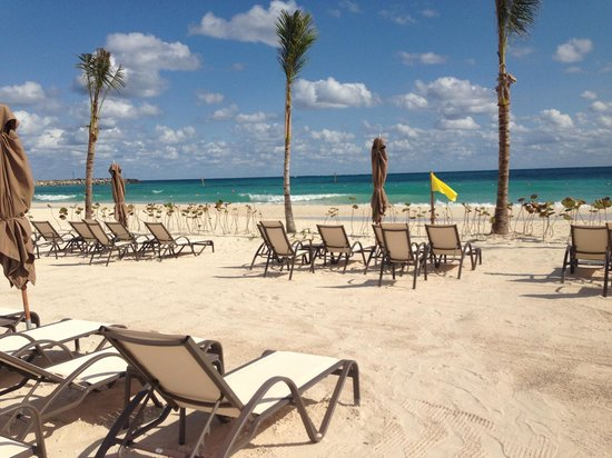 Grand Residences Riviera Cancun: We spent a full day enjoying the beach area at the hotel!