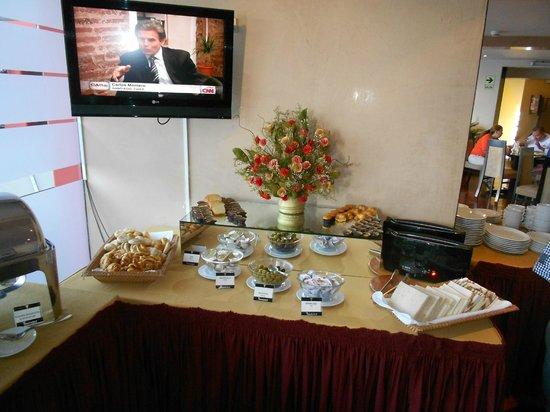 Thunderbird Hotels Fiesta Hotel & Casino : BREAKFAST INCLUDED THREE