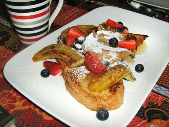 Guysers Gaystay: French Toast with fried banana, berries and maple syrup