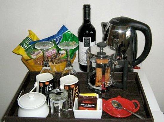 Guysers Gaystay: In-room Tea/coffee and mini-bar