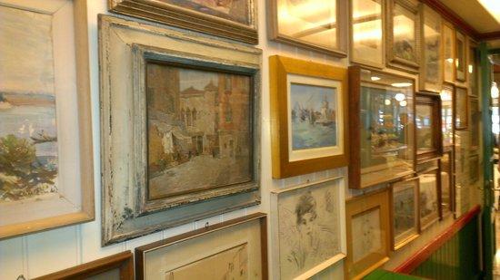 Trattoria da Romano: Artwork inside