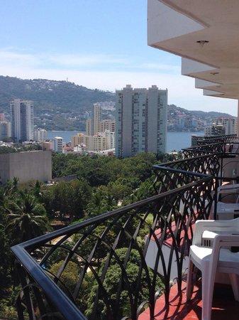 Real Bananas Hotel & Villas: Vista parcial al mar desde habitaciones del 9no piso