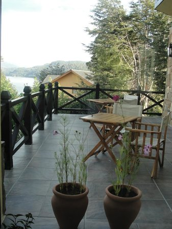 Hosteria Le Lac: terraza para lectura o desayuno