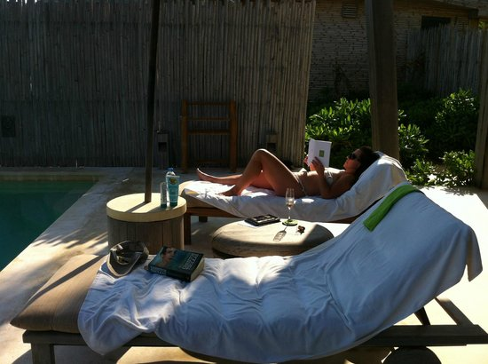 Six Senses Con Dao: comfortable vantage point poolside in villa