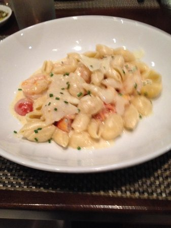 Rivertown Bistro: Scallop and shrimp pasta with cream sauce. Wonderful flavors.