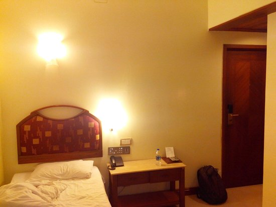 Hotel Airport International : Smallest room i stayed ever