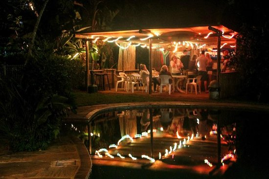 Secret Spot International Backpackers and Surf Camp: Pool Bar