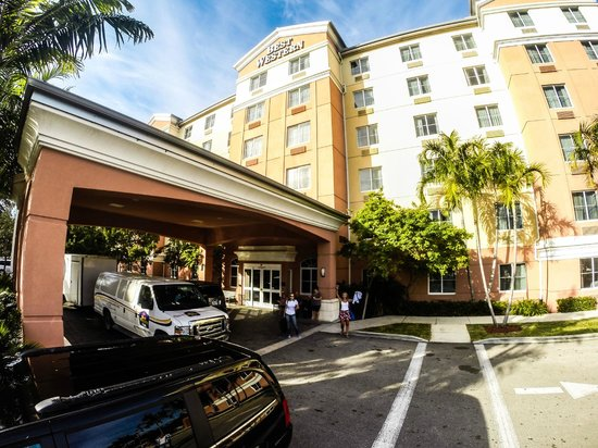 BEST WESTERN PLUS Fort Lauderdale Airport South Inn & Suites: Fachada do Hotel