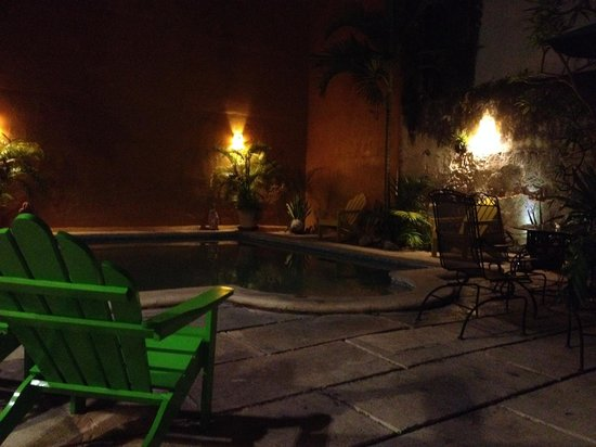 Luz En Yucatan: Pool at night
