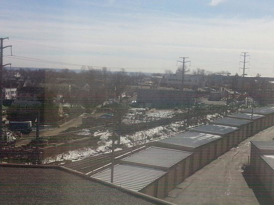 Hilton Stamford Hotel & Executive Meeting Center : My right side view from room 677. The train tracks!