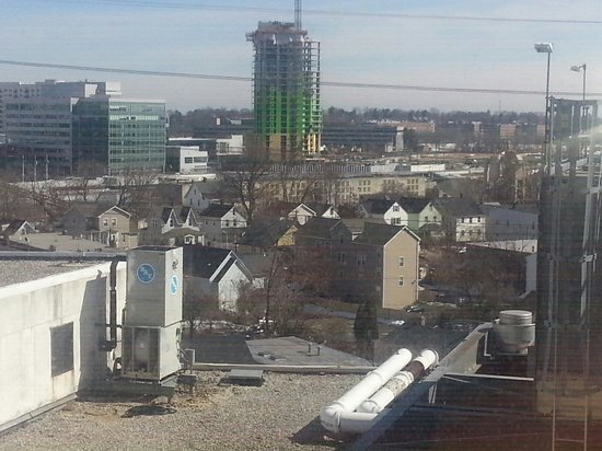 Hilton Stamford Hotel & Executive Meeting Center : My left side view from rm 677. It reminds me of a tiny London village