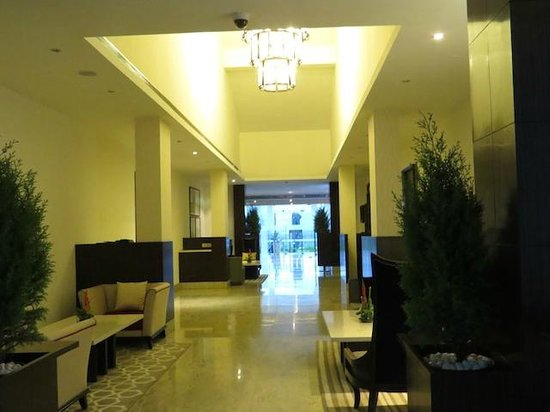 Four Points by Sheraton New Delhi, Airport Highway: Another view towards Reception, morning