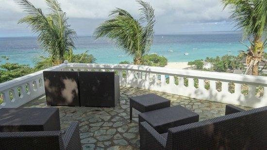 Argonauta Boracay: Terrace by day