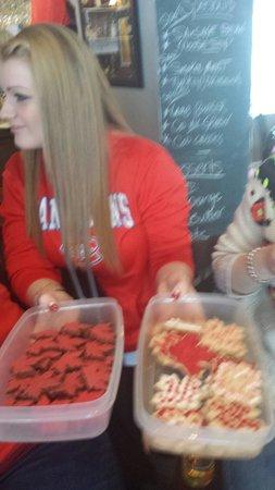 Humphry's Restaurant and Pub: Go team Canada