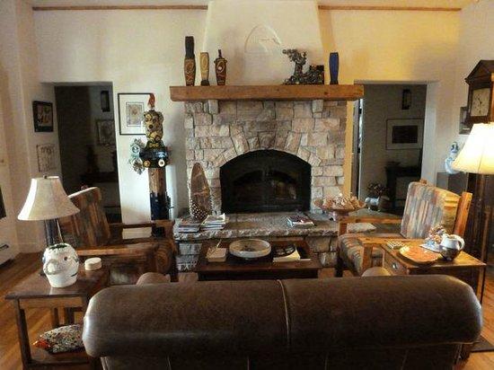 Bear Mountain Lodge : Main Lodge Living Area