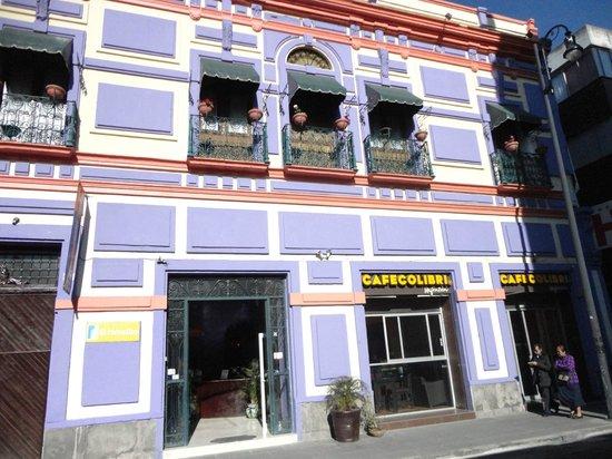 La fachada de El Hotelito