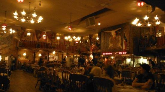 Big Texan Steak Ranch : cowboy decor