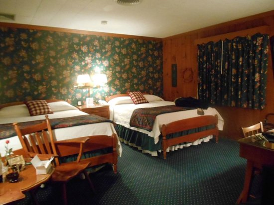 The 1896 House Country Inn - Brookside & Pondside: comfy beds