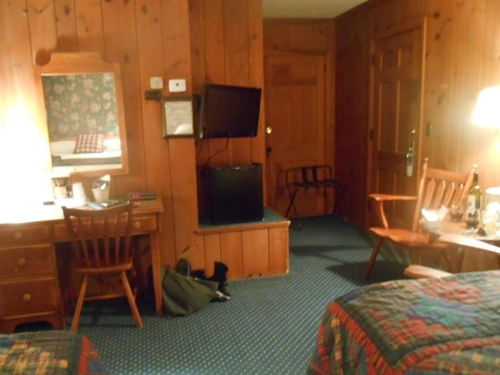The 1896 House Country Inn - Brookside & Pondside: our room, fridge, tv, desk area