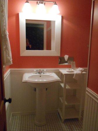 1896 House - Brookside & Pondside Motels : bathroom