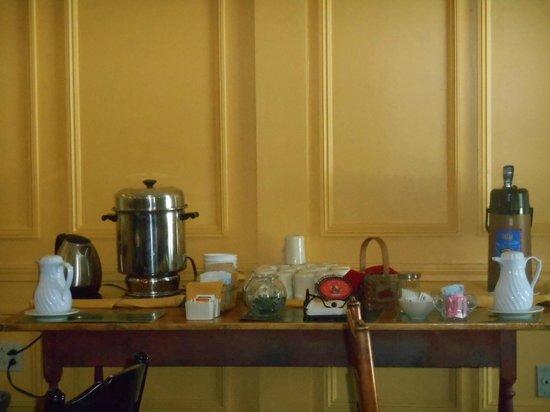 1896 House - Brookside & Pondside Motels: coffee/tea bar