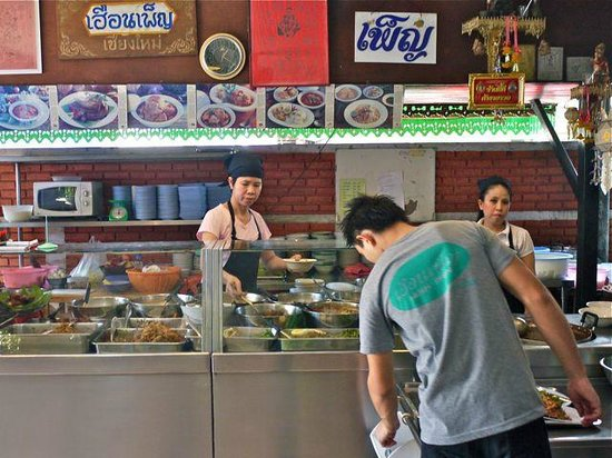 Huen Phen: Browse dishes as you enter
