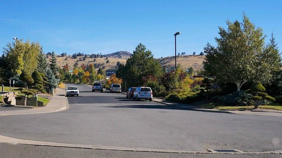 Shilo Inn Suites Hotel - Klamath Falls: Nice neighborhood; fast food within walking distance.